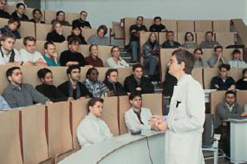 Studenten beklagen den Mangel an praktischen ärztlichen Fähigkeiten. Foto: Peter Wirtz