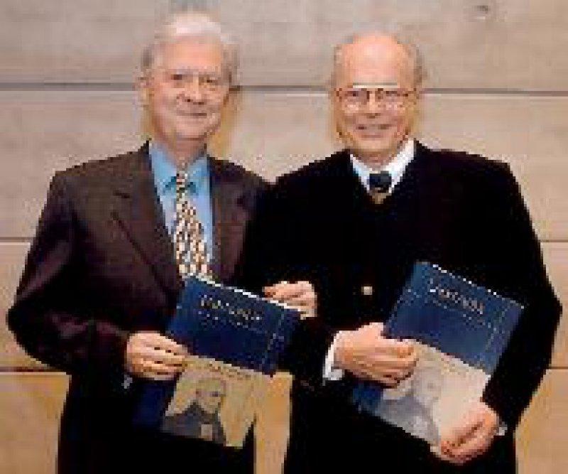 Prof. Dr. Kurt Jellinger (l.) und Prof. Dr. Heiko Braak wurden für ihr Lebenswerk mit dem Lundbeck- Parkinson-Preis ausgezeichnet. Foto: privat