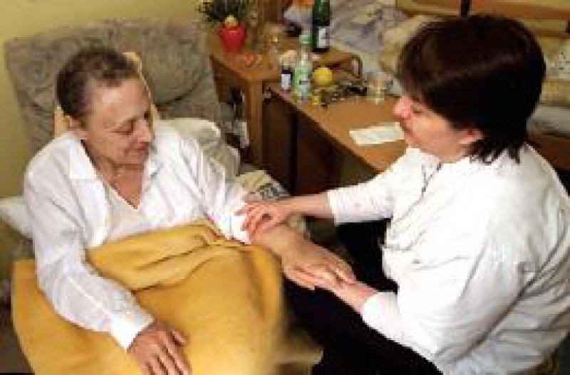 Hospizarbeit – eine umfassende pflegerische, psychosoziale und medizinische Betreuung am Lebensende Foto: KNA