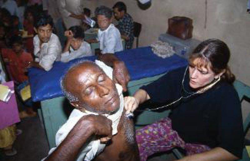 Einsatz in Kalkutta: Die Hamburger Kinderärztin Dr. med. Marie Coen begleitet das Projekt seit seinen Anfängen 1984. Foto: Uli Reinhardt