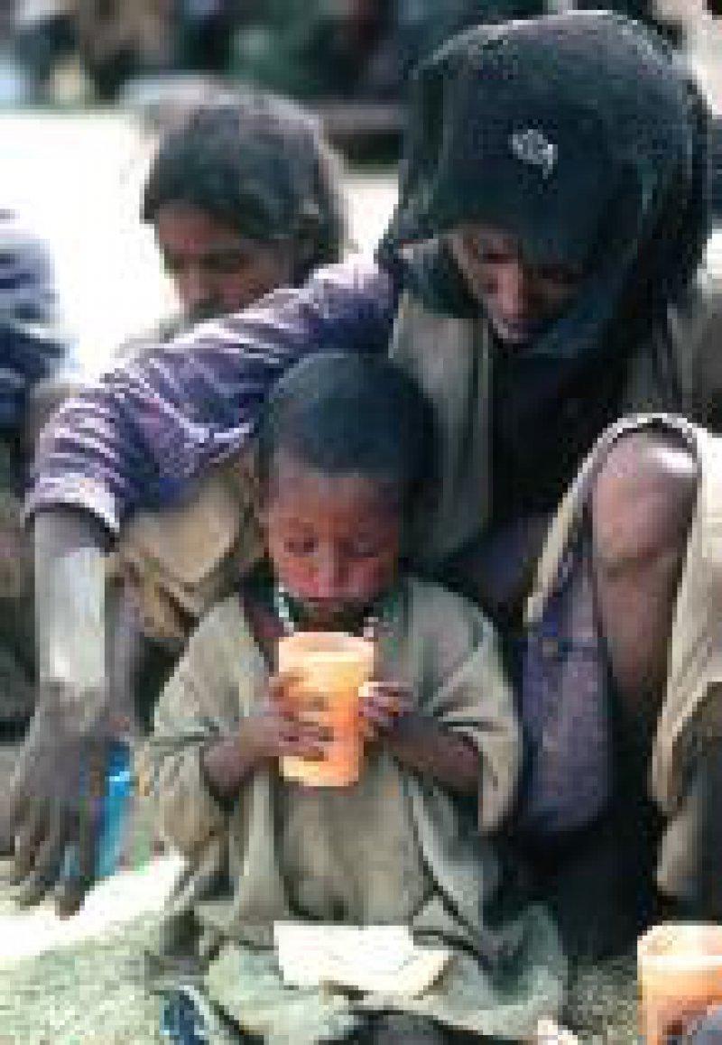 Unterernährte Flüchtlinge in einem Lager in Äthiopien Foto: KNA