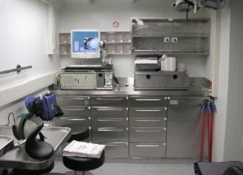 Der mobile telemedizinische Arbeitsplatz im Marine- Einsatz-Rettungs-Zentrum (MERZ) auf dem Einsatzgruppenversorger (EGV) Berlin.