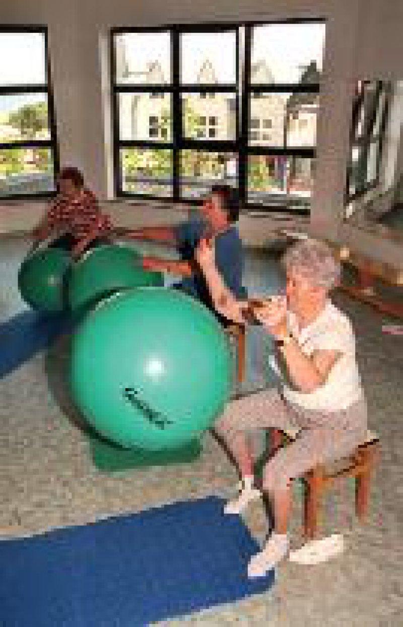 Foto: dpa Rehabilitation von Osteoporose- Patienten