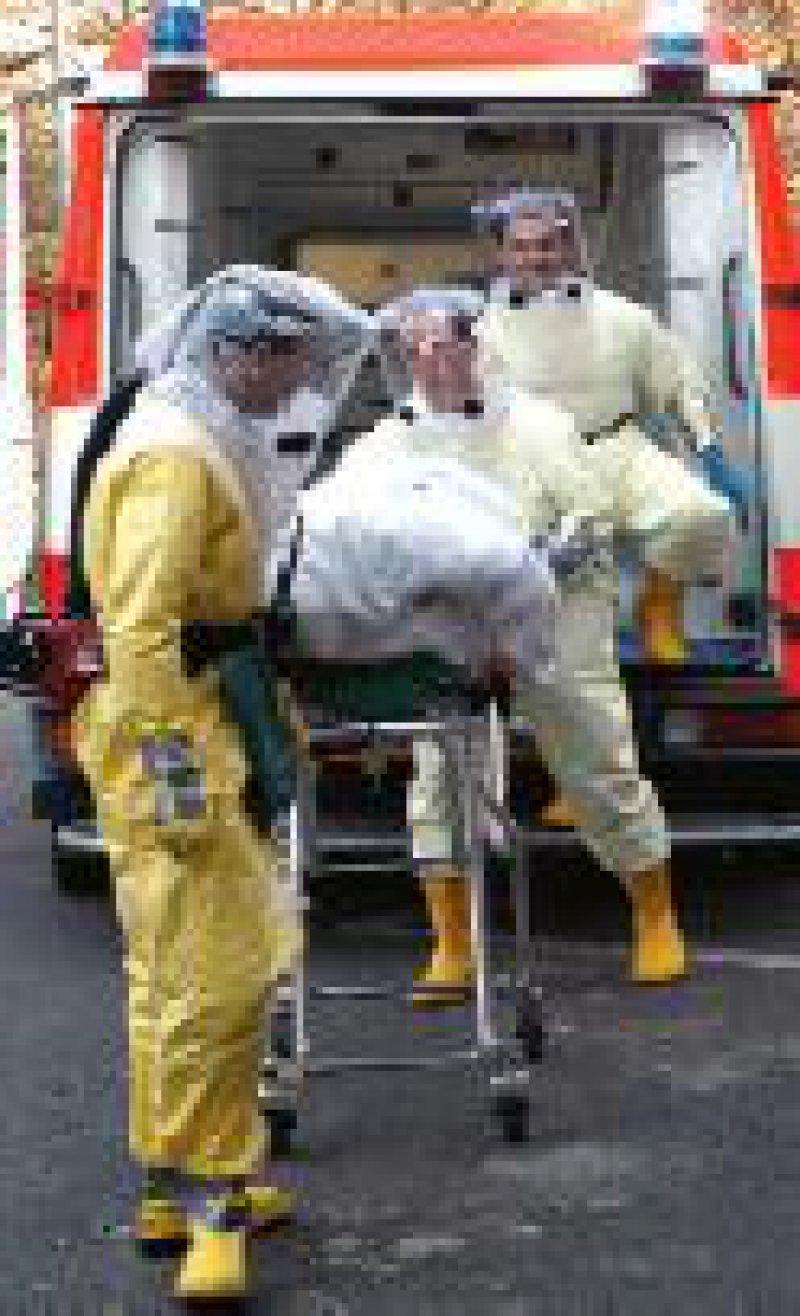 Übung zur Versorgung hochinfektiöser Patienten. Foto: ddp