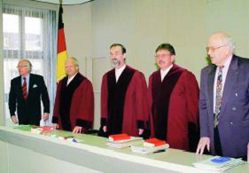"""Hellmut Wissmann, Präsident des Bundesarbeitsgerichts, Erfurt (3. von rechts): """"Wir sind kein Gesetzgeber."""" Foto: dpa"""