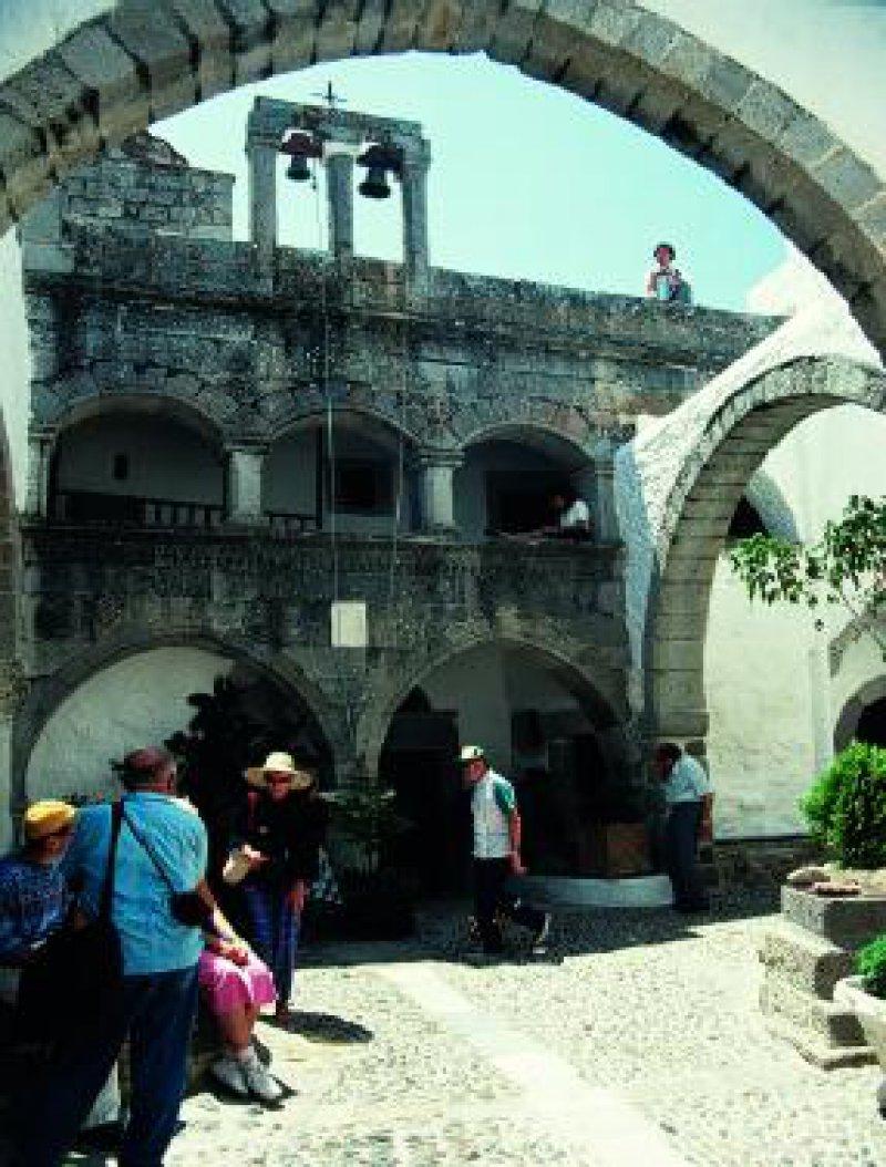 Patmos: im Innenhof des Johannesklosters Foto: Christoph Wendt