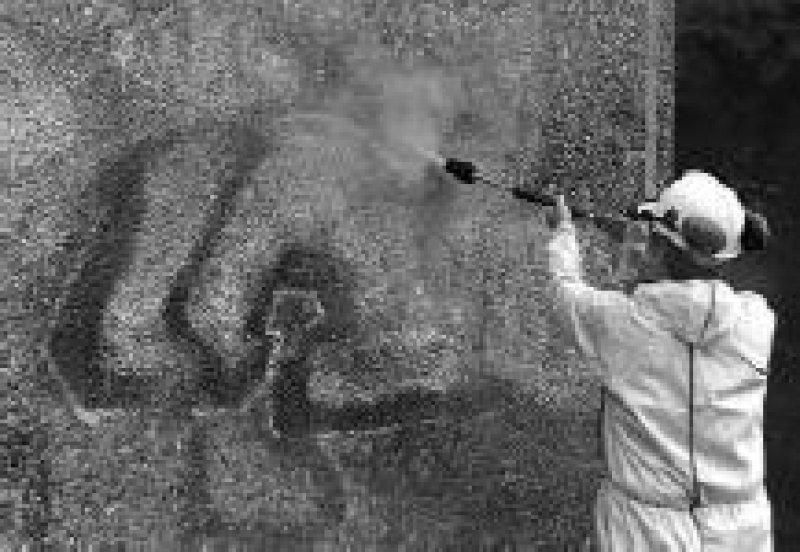 Die professionelle Beseitigung von Wandschmierereien kostet viel Geld. Foto: dpa