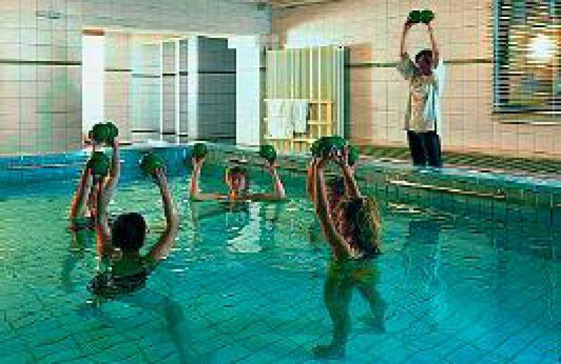 """Aquagymnastikstunde in einer Mutter-Kind-Klinik: Auch Mütter leiden am """"Burn-out-Syndrom"""". Foto: ddp"""