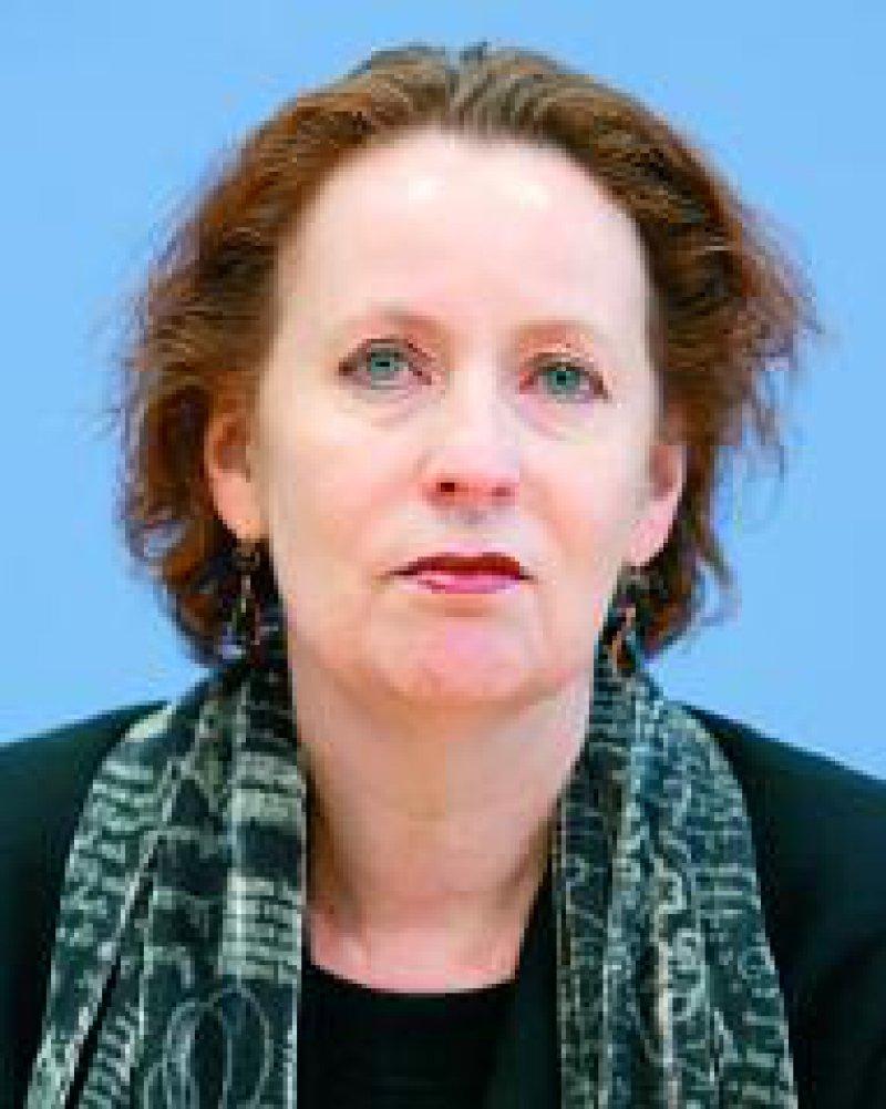Staatsministerin Christina Weiss: Wir wollen nicht nur aufklären, sondern auch den Opfern ihre Würde wiedergeben.