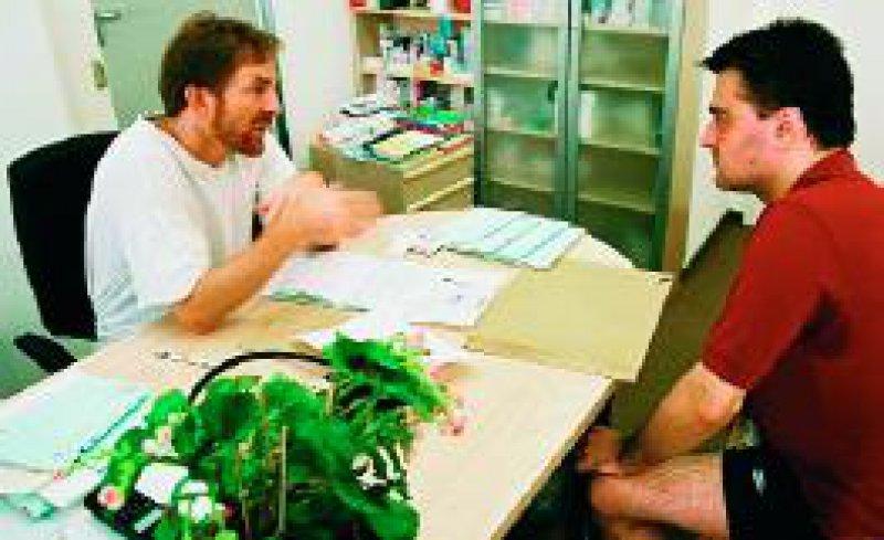 Mehr Information und Transparenz im Gespräch zwischen Arzt und Patient erhöhen die Zufriedenheit beider. Fotos: Daniel Rühmkorf