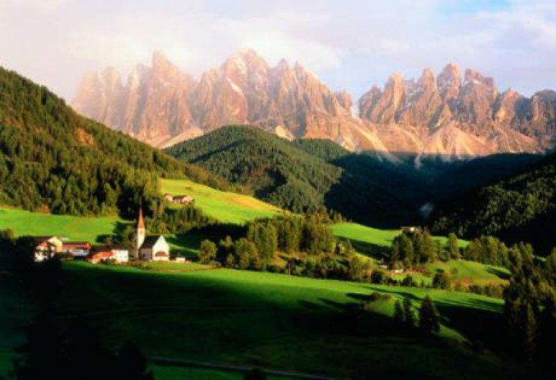 St. Magdalena im Villnösser Tal mit der Geislergruppe Fotos: Tourismusverband Eisacktal