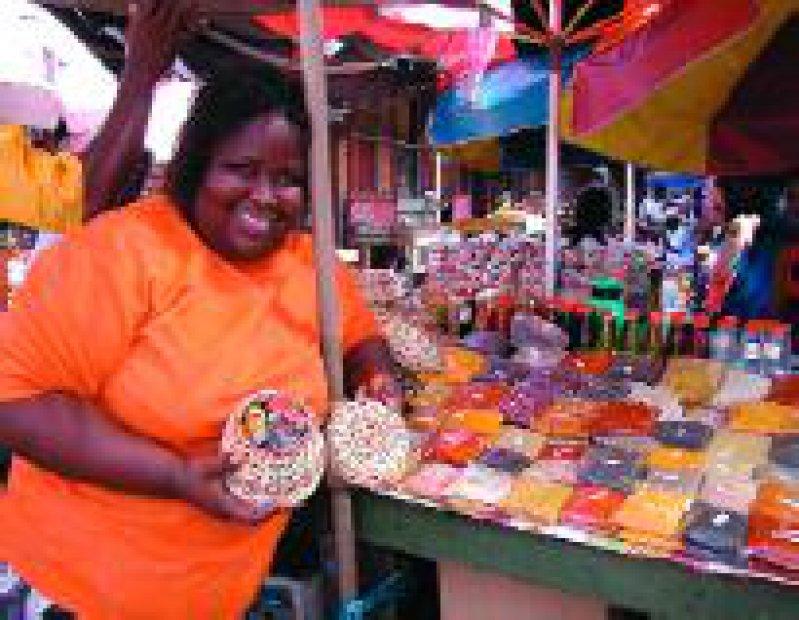 Joyce ist die Herrscherin über Gewürze aller Art, dem Haupt-Exportartikel von Grenada. Fotos: Gesine Unverzagt