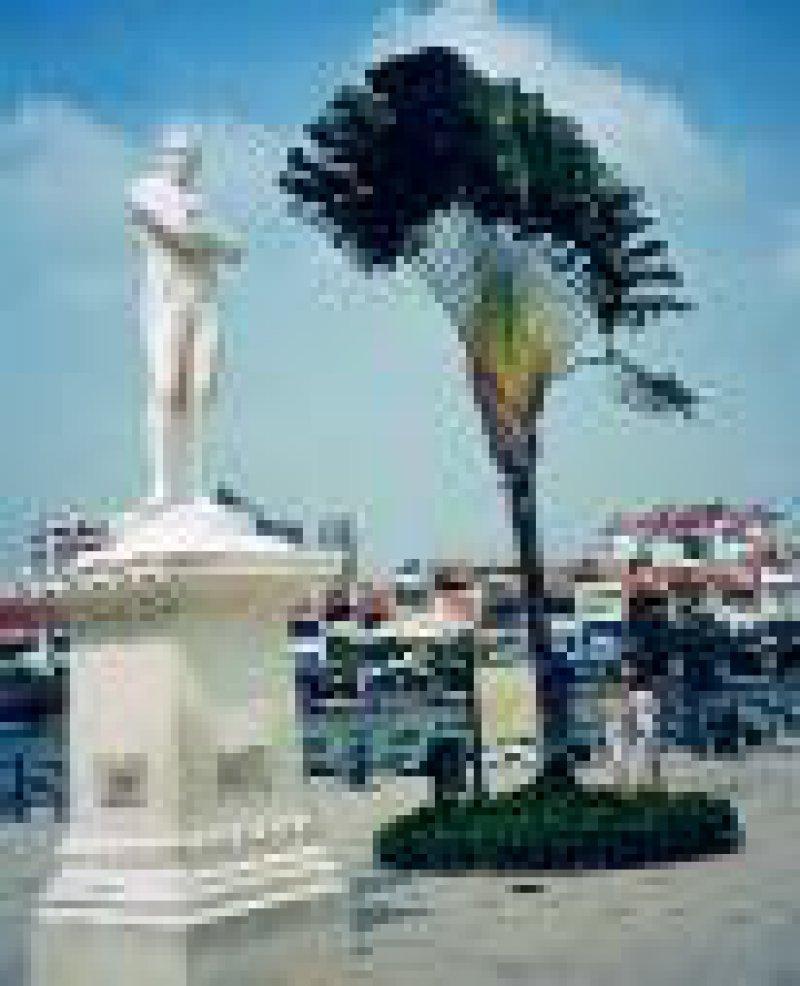 Beliebter Treffpunkt: Statue des Stadtgründers Sir Stamford Raffles