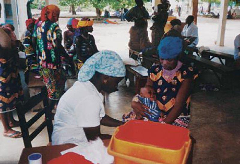 """Jeden Mittwoch ist Impfsprechstunde im """"Hôpital St. Jean de Dieu"""" in Boko."""