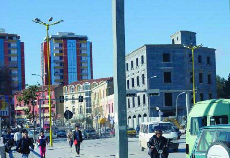 Zwar zählt Albanien noch immer zu den ärmsten Ländern Europas. Auch die medizinische Versorgung lässt zu wünschen übrig. Doch kündet die Stimmung im Land von Fortschritt. Foto: Susann Katelhön