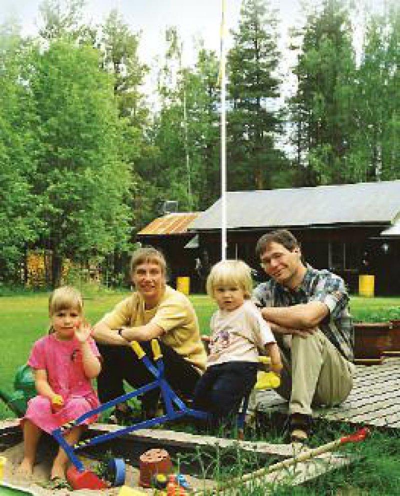 Markus Beland, mit Frau Karin sowie den Kindern Jakob und Ylva, hat den Wechsel nach Schweden nicht bereut. Foto: Reiner Gatermann