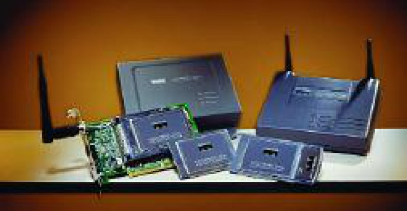 Beispiel für WLAN-Zubehör: Produkte der Firma Cisco Serie Aironet 350; hinten: Access Points, vorn: WLANKarten), die eine vollständige Ende-zu-Ende-Lösung für WLANs unterstützen. Foto: Cisco