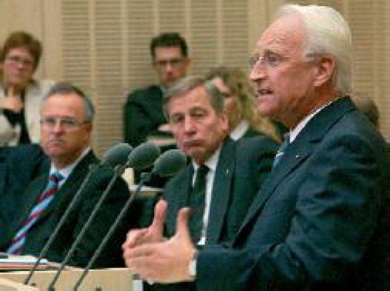 Stoiber sprach sich im Bundesrat gegen eine Einbeziehung der Freiberufler in die Gewerbesteuerpflicht aus. Foto: ddp