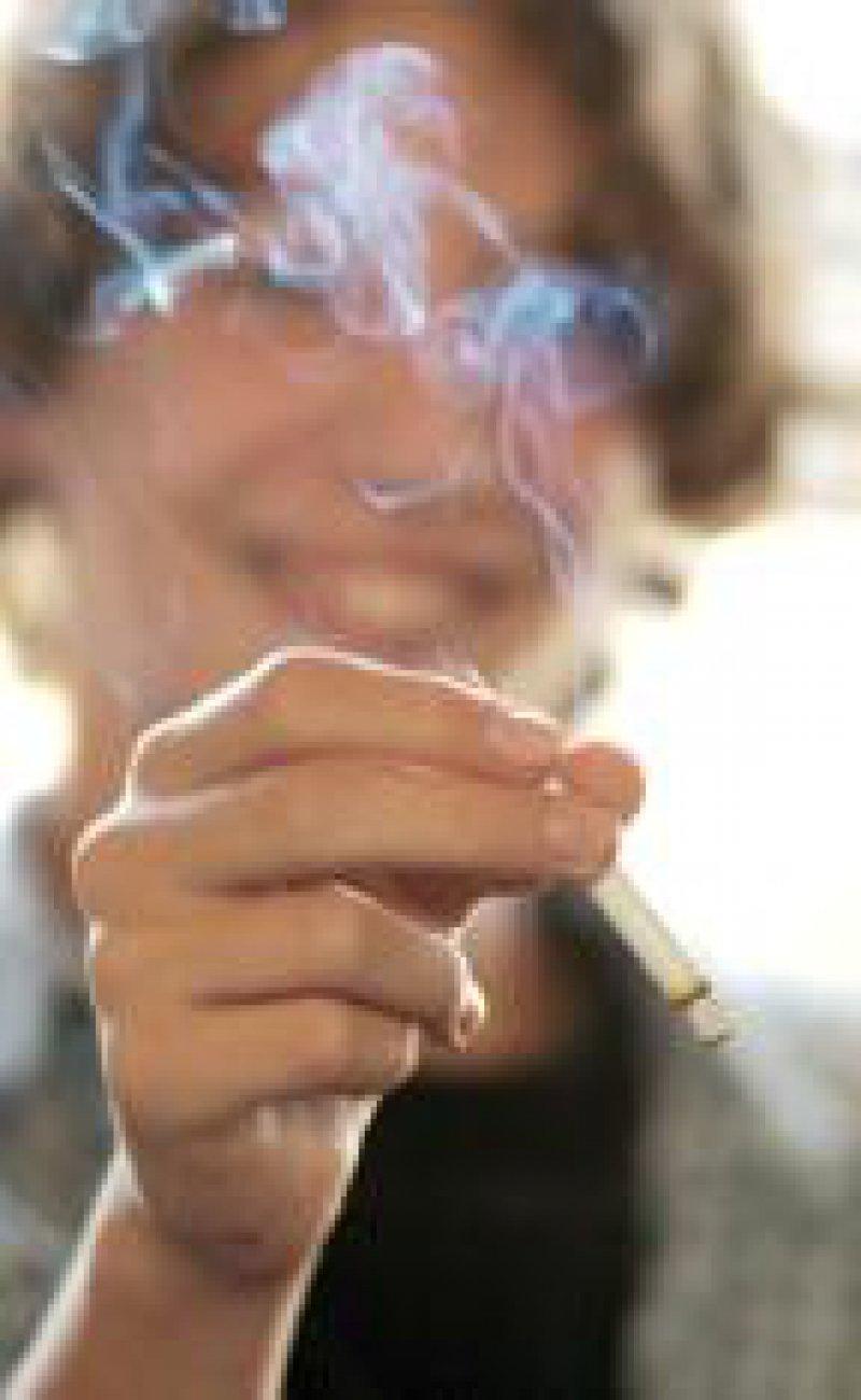 """Bereits mit zwölf Jahren starten die meisten """"Raucherkarrieren"""". Foto: Grabowsky"""