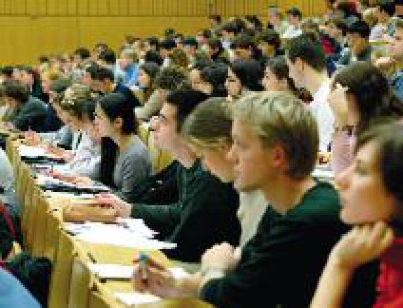 Mehr als zwei Millionen Studierende im Wintersemester 2003/2004 Foto: ddp