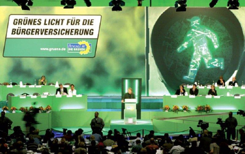 Reinhard Bütikofer wurde als Bundesvorsitzender wiedergewählt, Claudia Roth neu gekürt. Um die Führung gab es weniger Diskussionen als um die Bürgerversicherung. Foto: ddp
