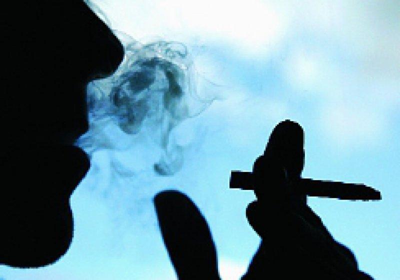 39 Prozent der deutschen Männer und 31 Prozent der Frauen rauchen. Foto: Caro