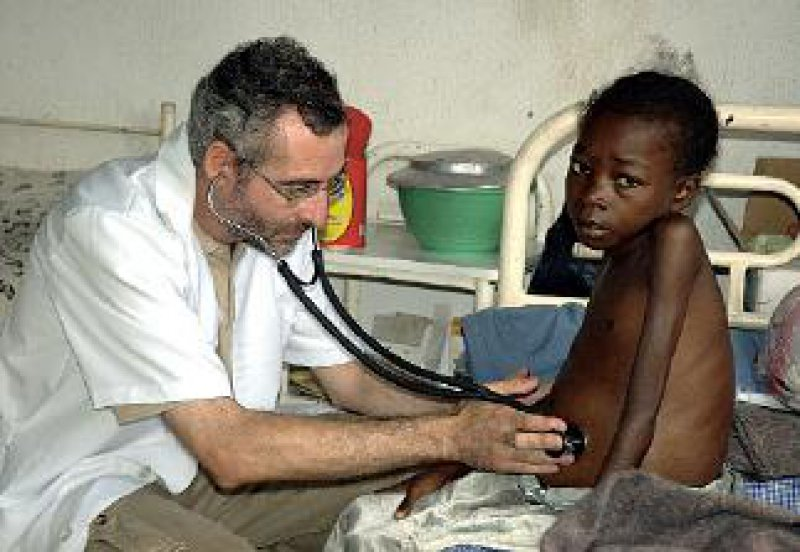 """""""Ärzte ohne Grenzen"""" behandelt Tuberkulosepatienten in 24 Ländern. Die Hilfsorganisation fordert die Entwicklung einfacher Diagnose- und Therapiemethoden. Foto: Sebastian Rich/MSF"""