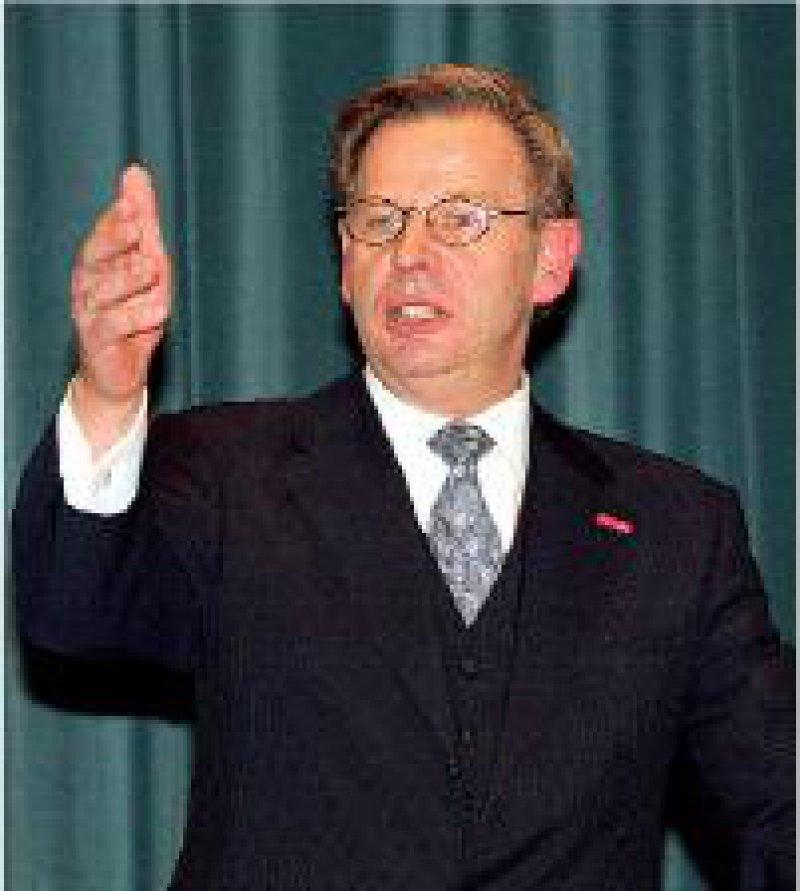 Das Haus bestellt für die Nachfolger: Manfred Richter-Reichhelm beim letzten Bericht zur Lage
