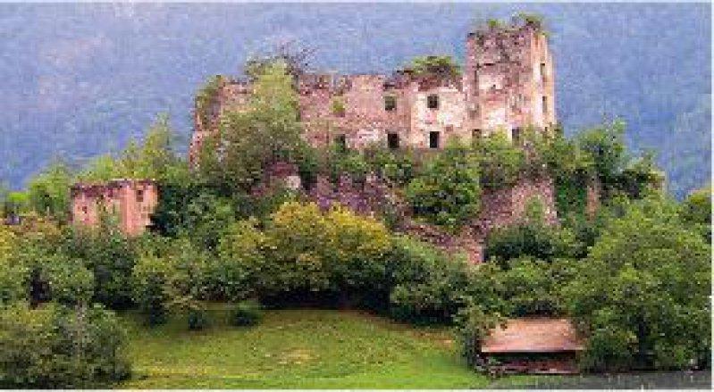 Die Burgruine Rafenstein erhebt sich am westlichen Talhang des Sarntals. Fotos: Burg Runkelstein