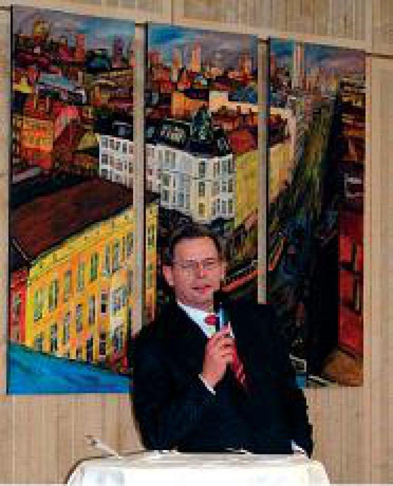 Dr. Manfred-Richter-Reichhelm, ehemaliger KBV-Vorsitzender, eröffnete die Finissage der Moegelin- Ausstellung.