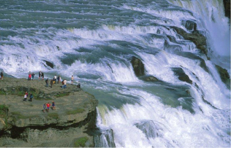 Großartiges Naturspektakel: Der Gullfoss – der goldene Wasserfall – im Süden Islands gehört zu den berühmtesten Sehenswürdigkeiten der Insel. Fotos: Isländisches Fremdenverkehrsamt