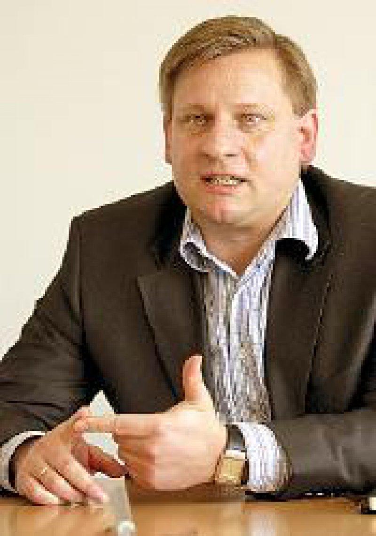 Eberhard Mehl (39), Diplom- Verwaltungswissenschaftler, führt seit Juni 2000 die Geschäfte des Verbandes.