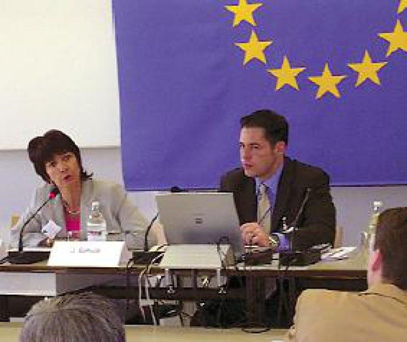 Dr. Martine Mérigeau, Geschäftsführerin von Euro-Verbraucher in Kehl, und der Rechtsberater Joachim A. Schulz setzen sich für mehr Wahlfreiheit der Patienten innerhalb der EU ein. Foto: Euro-Info-Verbraucher e.V.