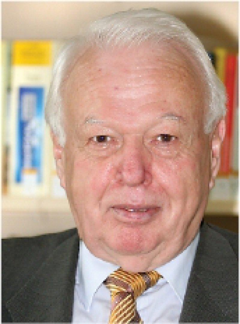 Dr. jur. Rainer Hess, Jahrgang 1940, war von 1971–1987 Justiziar der gemeinsamen Rechtsabteilung von Bundesärztekammer und Kassenärztlicher Bundesvereinigung (KBV), von 1988–2003 KBVHauptgeschäftsführer. Seit 2004 ist er unparteiischer Vorsitzender des Gemeinsamen Bundesausschusses. Fotos: Eberhard Hahne