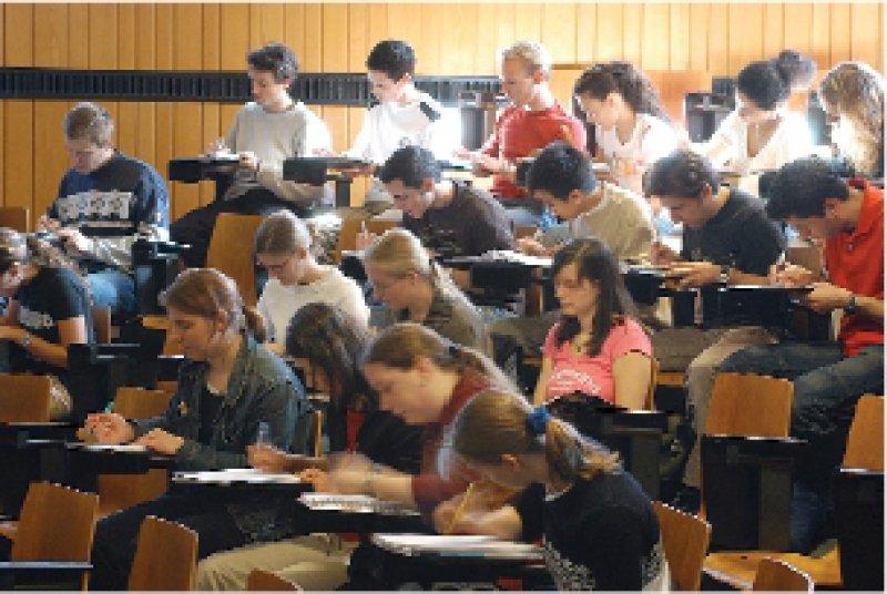 Begehrte Plätze: Immer mehr Studenten, vor allem im Fach Medizin, klagen ihren Studienplatz gerichtlich ein. Foto: Peter Wirtz