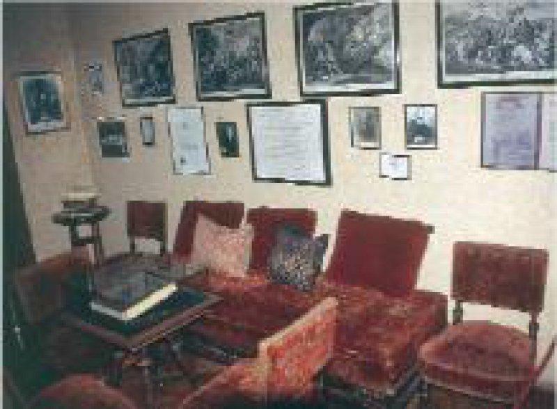 Neben der Originalausstattung des Wartezimmers sind unter anderem Dokumente aus Freuds Antikensammlung zu sehen.