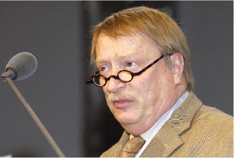Klaus-Dieter Wurche führte in das Thema ein. Er ist Vorsitzender der Ständigen Konferenz Europäische Angelegenheiten der Bundesärztekammer.
