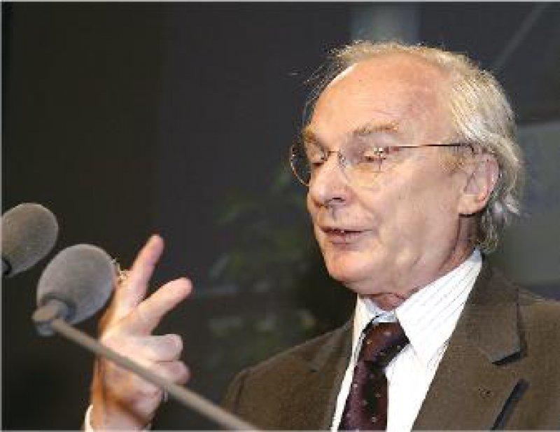 Drei Grundmodelle für die Satzungsänderung: Rechtsanwalt Horst Dieter Schirmer erläuterte den Delegierten die Grundlagen für die Diskussion.