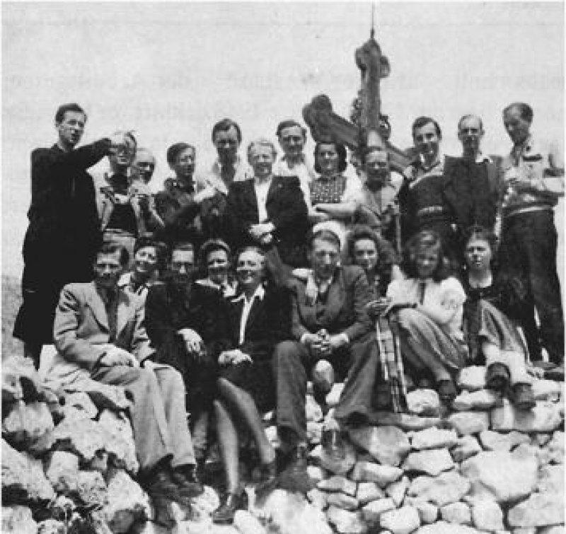 Gemeinsam zum Gipfel – im Mai 1948 wurde in der Nähe von Bayrischzell der Marburger Bund gegründet. Foto: Kurt Gelsner, Der Marburger Bund