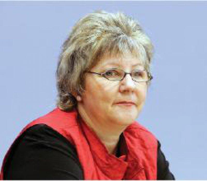 Marion Caspers-Merk (SPD), Parlamentarische Staatssekretärin: Der Patient gehört wieder in den Mittelpunkt. Foto: Photothek