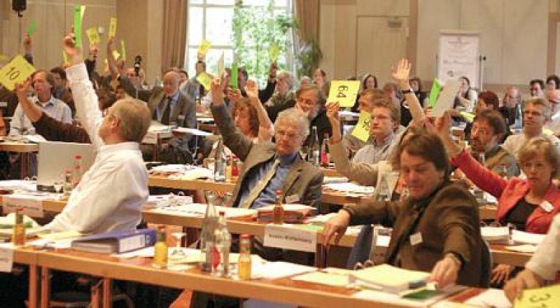 Mit 54 zu 32 Stimmen verabschiedeten die Delegierten die (Muster-)Weiterbildungsordnung. Fotos: Jörg Hermann