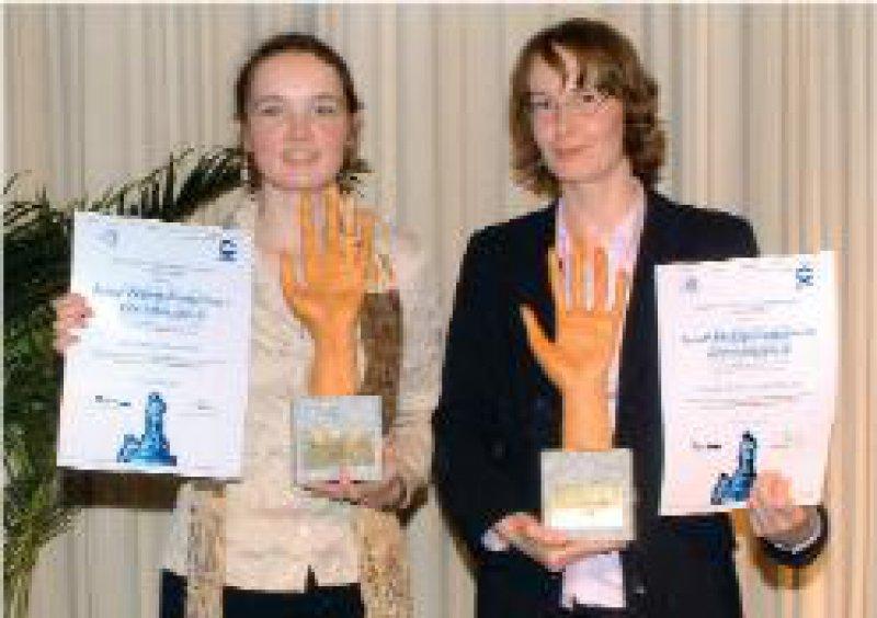 Nora Bieber und Birgit Zühlsdorf (von links) Foto: BODE CHEMIE