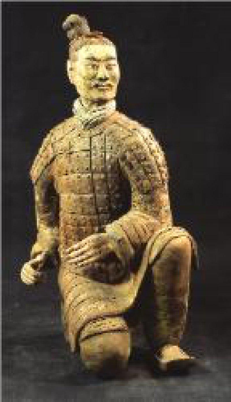 Knieender Bogenschütze mit grünem Gesicht, China, 221–206 v. Chr., Qin-Dynastie Foto: Museum of the Terracotta Warriors and Horses of Qin Shihuangdi