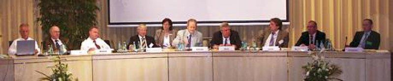 Podiumsdiskussion mit Vertretern aus Politik und Ärzteschaft