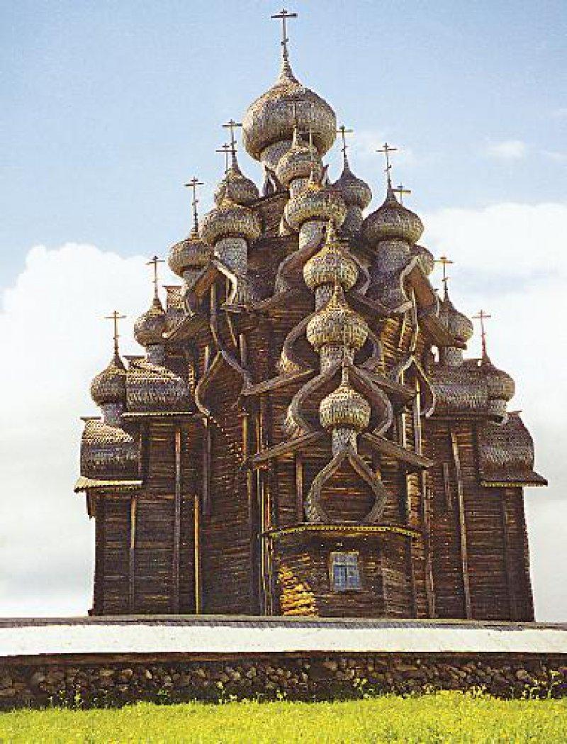 Die Zwiebeln der Verklärungskirche zählen mehr als 30 000 Platten.