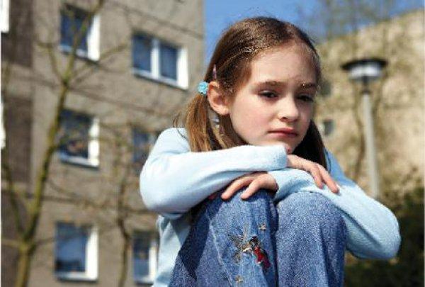 Heute sind Kinder vielerorts mit Verbauung und Straßenverkehr konfrontiert. Spielräume und Grünflächen stehen immer seltener zur Verfügung. Foto: dpa