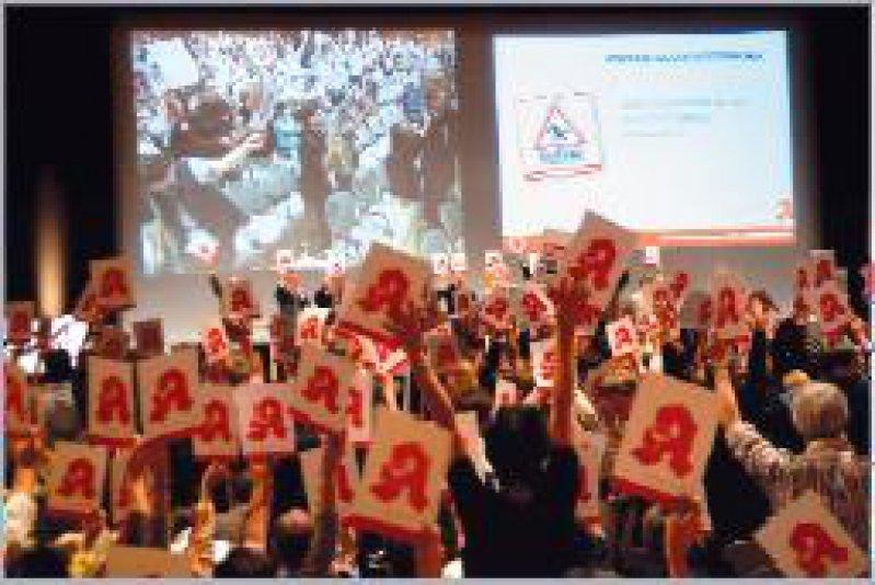 Achtung! Gesundheitsreform: Mehr als 1 000 Apotheker protestierten in München. Foto: Elke Hinkelbein