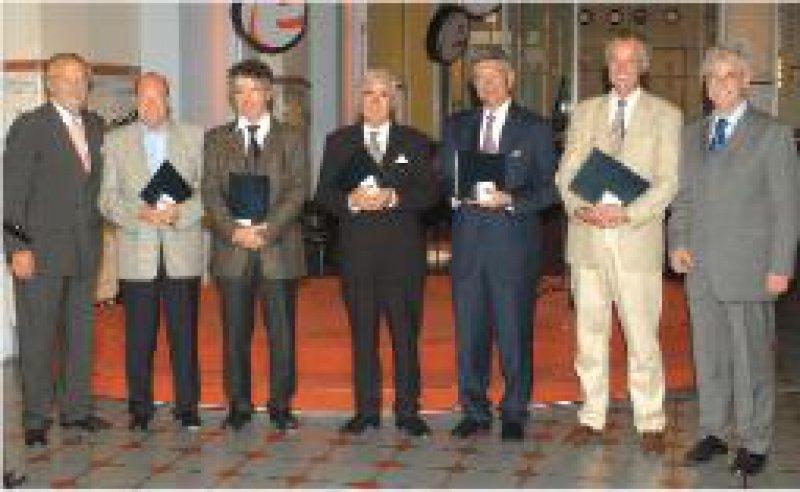 Gerd Fischer, Generalsekretär der MEDICA, Peter Sefrin, Alexander Dorsch, Peter Frühmorgen, Karl-Hans Holtermüller, Harald Mitfessel, Werner Alfons Scherbaum, MEDICA-Präsident (von links) Foto: MEDICA