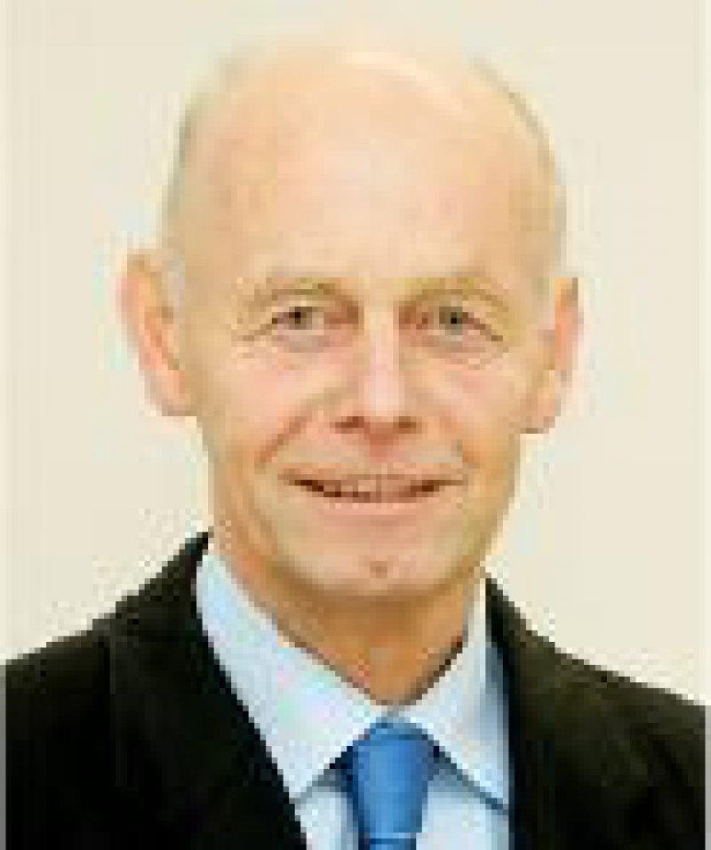Prof. Dr. med. Detlev Ganten (64) leitet seit Februar 2004 die Charité – Universitätsmedizin Berlin, das mit 15 000 Mitarbeitern, 3 500 Betten und einem Jahresumsatz von einer Milliarde Euro größte Universitätsklinikum Europas.