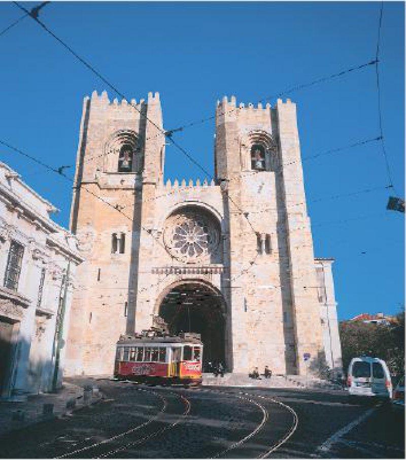 Blick auf die Kathedrale Sé, Lissabon Fotos: Knipper-Kimmel-Reisen GmbH
